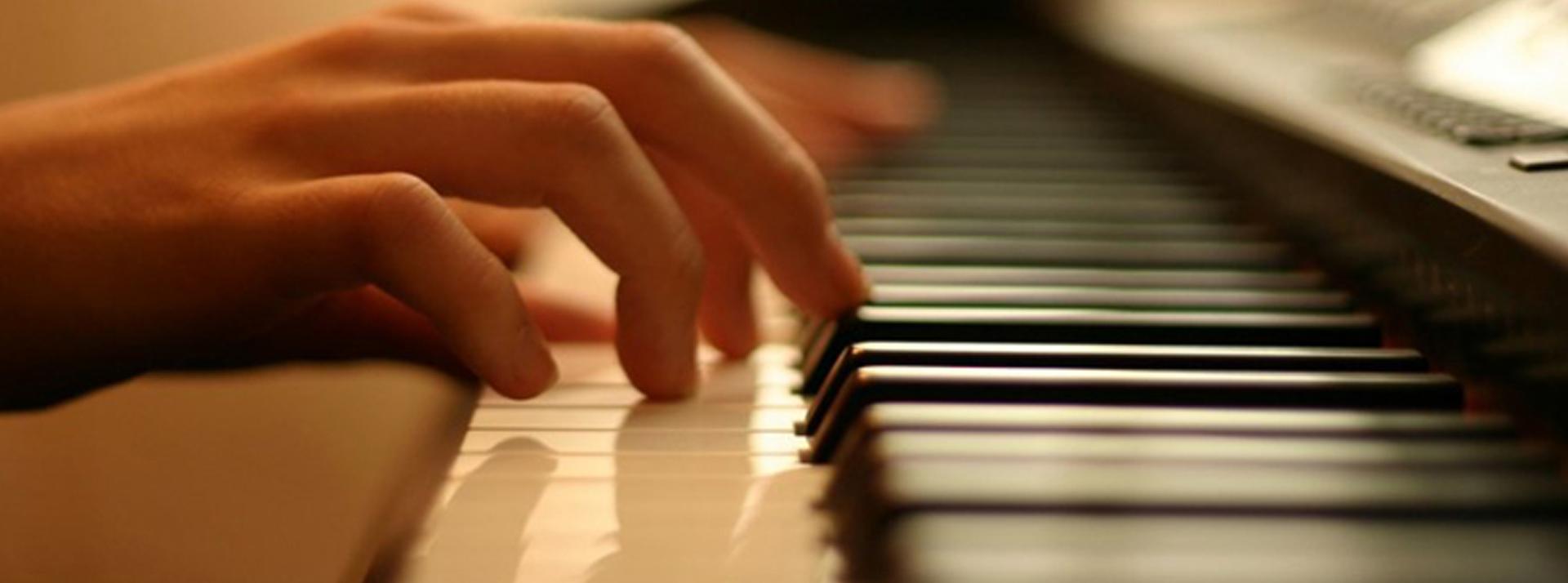 Piano Tài Năng Trẻ - Hotline 090 333 1985